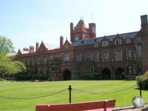 Queens University_2309168970096713974